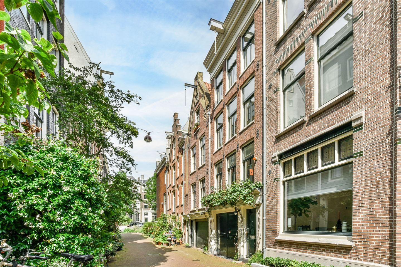 View photo 2 of Roomolenstraat 12