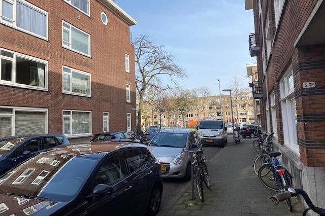 Bekijk foto 2 van Bisschopstraat 19 B