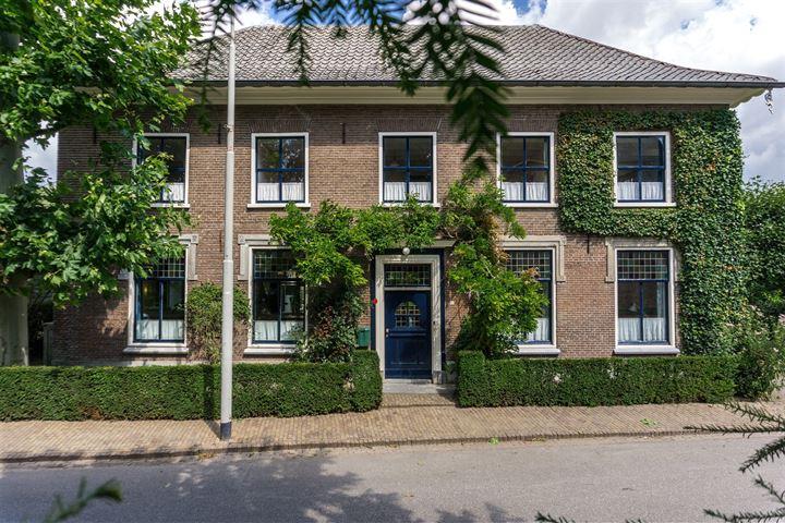 Dorpsstraat 102 *
