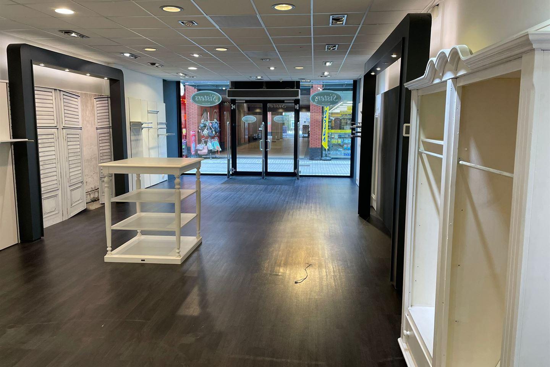 Bekijk foto 4 van Winkelcentrum De Schoof 150