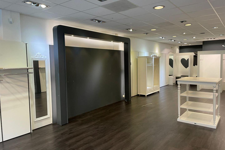 Bekijk foto 5 van Winkelcentrum De Schoof 150