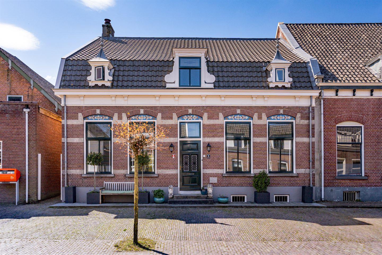 Bekijk foto 1 van Voorstraat 8