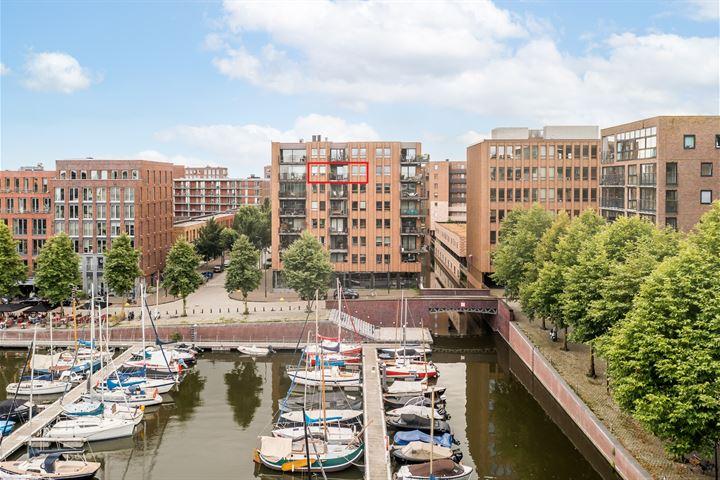 Pieter Oosterhuisstraat 36
