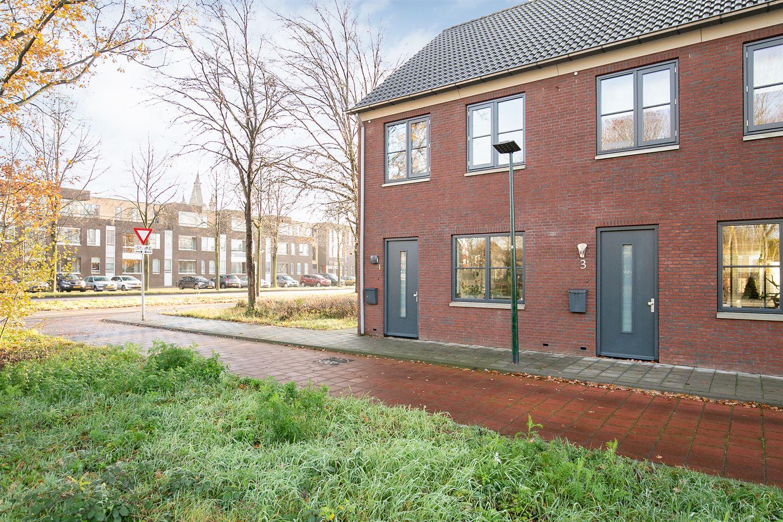 Bekijk foto 2 van Pastoor van der Meijdenstraat 1