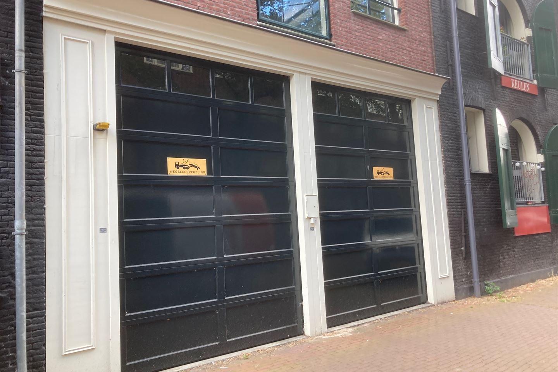 Bekijk foto 1 van Nieuwe Uilenburgerstraat 11
