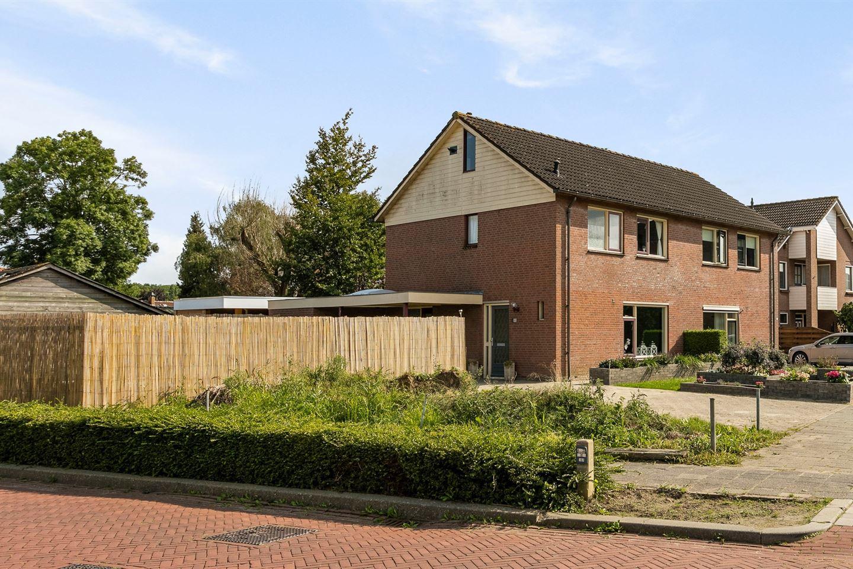 View photo 2 of Wilgenstraat 1