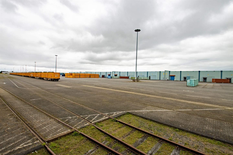 Bekijk foto 2 van Spoorhavenweg 17 0