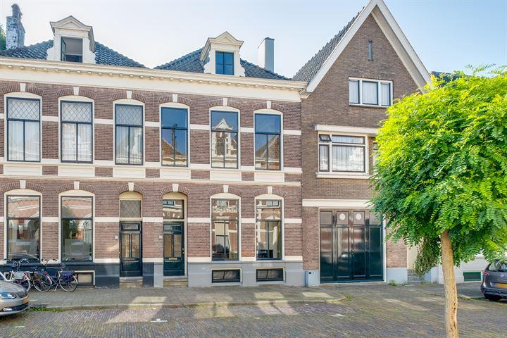 Graaf van Burenstraat 37