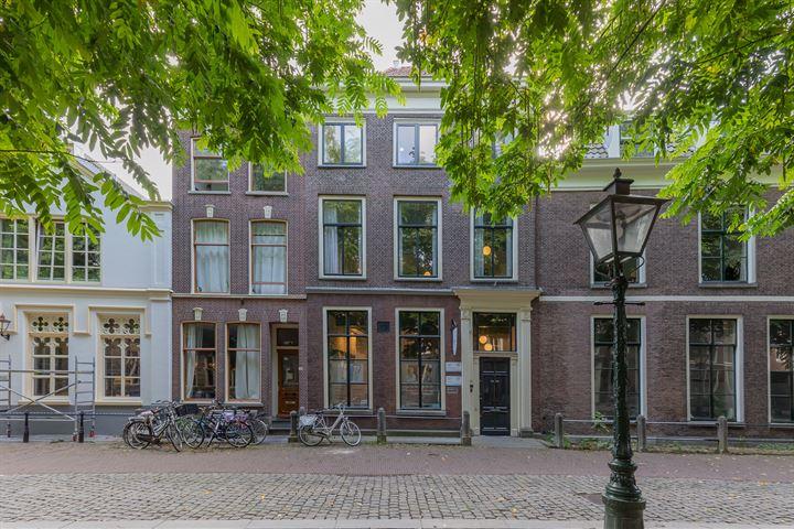 Hooglandse Kerkgracht 32, Leiden