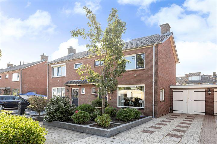 Pieter C. Hooftstraat 11