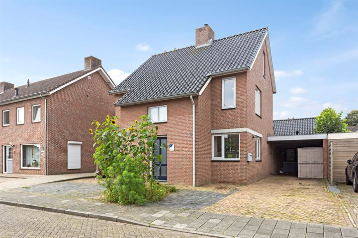 Pastoor Lathouwersstraat 18