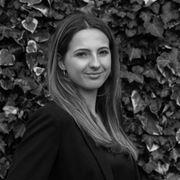 Claire Droste - Secretaresse