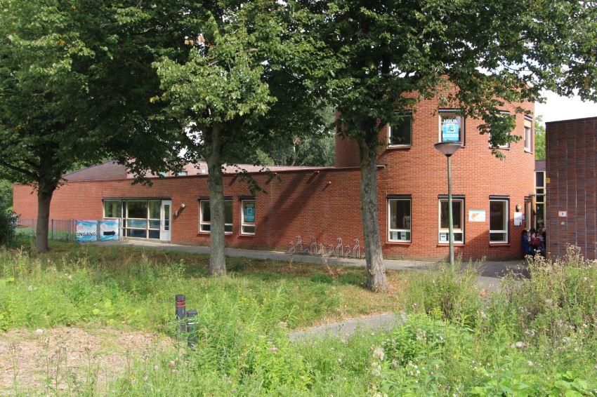 Bekijk foto 1 van Erasmusplein 2