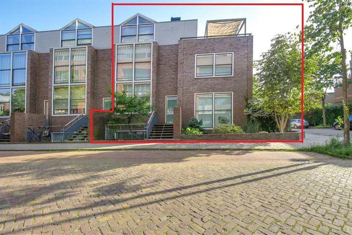 de Ruyterstraat 145