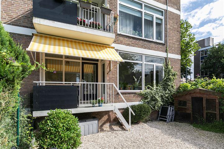 Reviusstraat 24