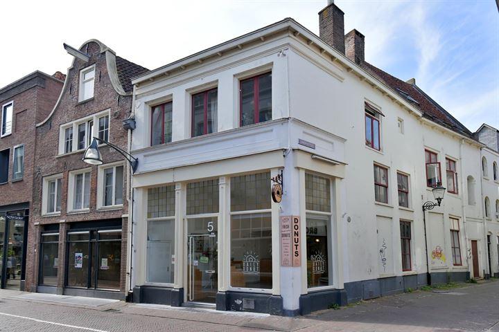 Lange Bisschopstraat 5