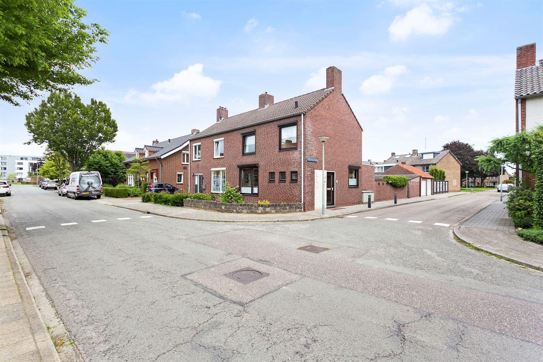 View photo 2 of Kerkenkampstraat 1