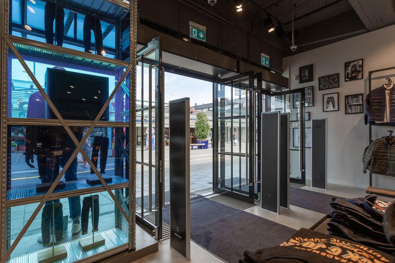 Bekijk foto 5 van Winkelcentrum Woensel 90