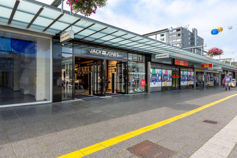 Bekijk foto 2 van Winkelcentrum Woensel 90