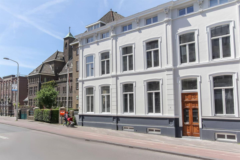 Bekijk foto 2 van Dr. Kuyperstraat 6