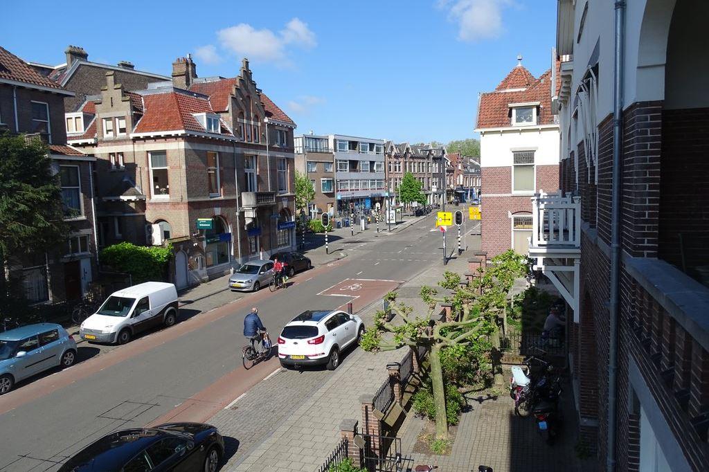 Bekijk foto 2 van Burgemeester Reigerstraat 76 E