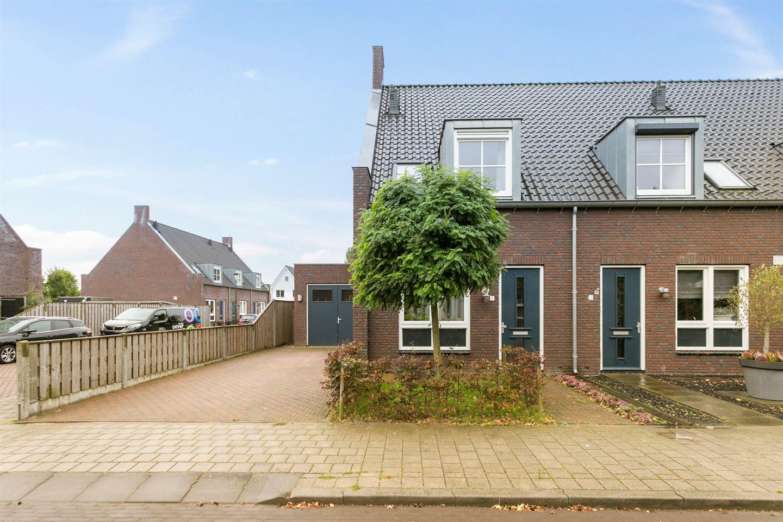 Bekijk foto 2 van De Bruijnstraat 17