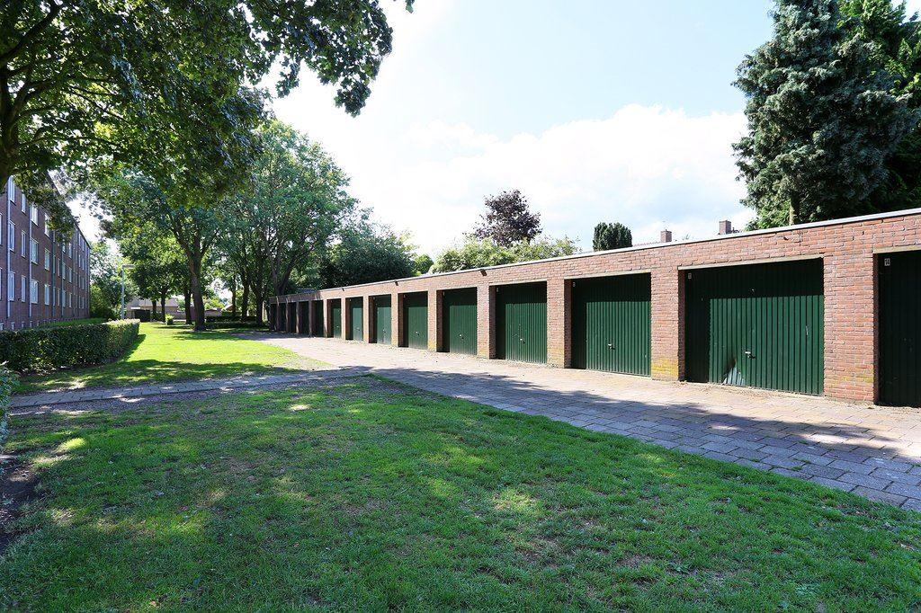 Bekijk foto 2 van Laurenburg - Garagebox 19