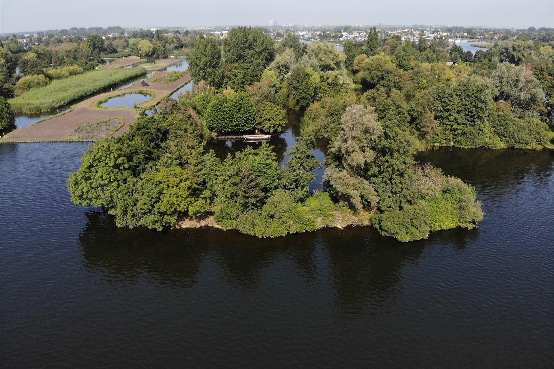 Bekijk foto 1 van Recreatie-eiland Westeinderplassen