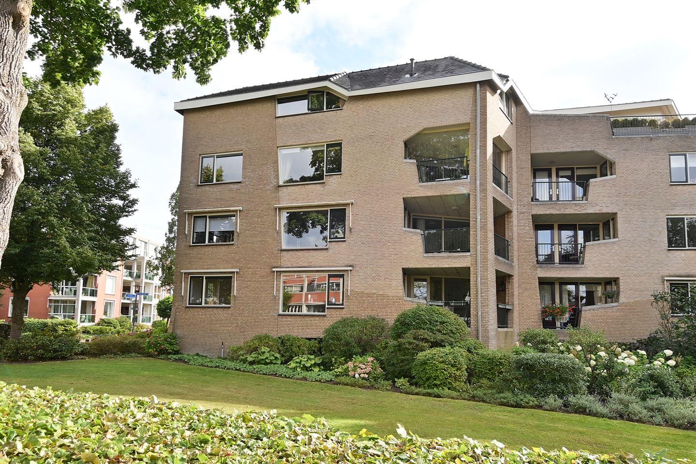 Bekijk foto 1 van Pastoor Hendrikspark 29