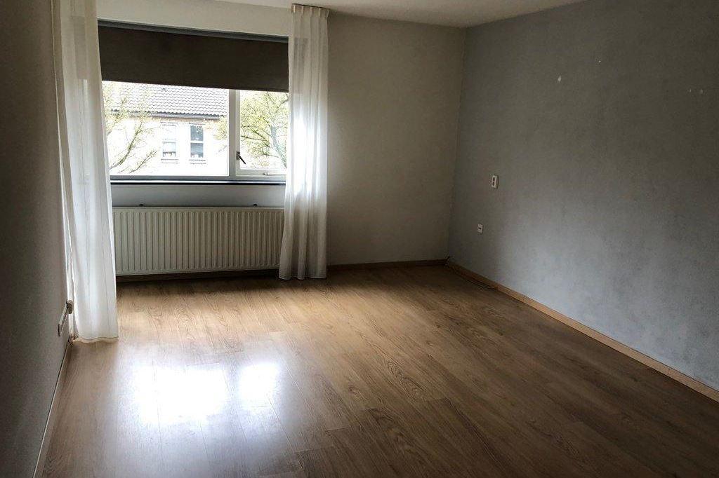 Bekijk foto 2 van Schoonhout 131