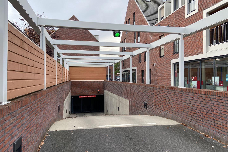 Bekijk foto 2 van Oranjeplaats parkeerplaatsen
