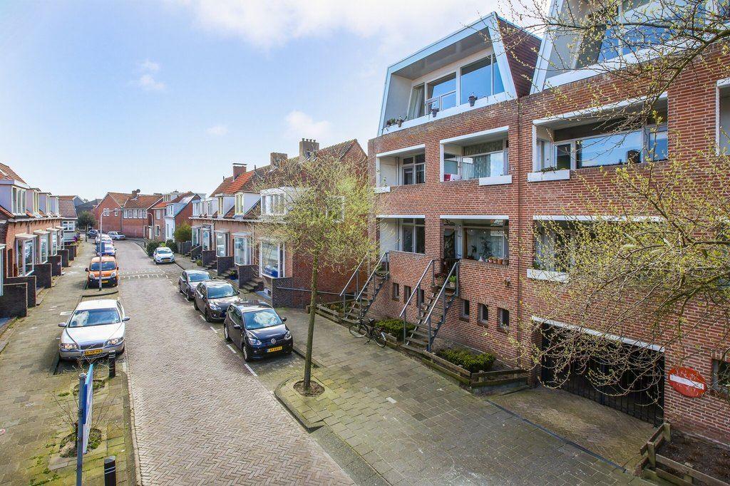 Bekijk foto 1 van Jan van Henegouwenweg 50
