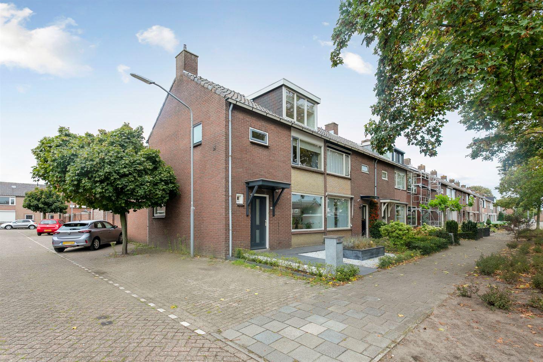 Bekijk foto 2 van Cyclaamstraat 32